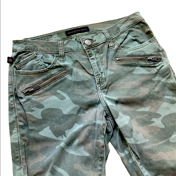 Rock & Republic Camo Zipper Skinny Jeans Size 12
